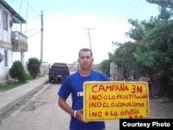 Yeris Curbelo, cartel referido a campaña que lleva la Alianza Democrática Oriental.