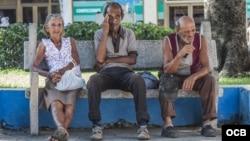 Ancianos en Cuba. Foto Miguel Arencibia.