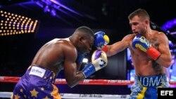 Lomachenko y Rigondeaux en acción en el ring.