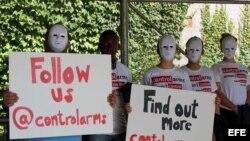 Miembros de la Coalición para el Control de las Armas pidieron frente a la sede de la ONU que en las negociaciones se incluya el respeto a los derechos humanos y la legislación humanitaria internacional. EFE/MARTA QUINTIN