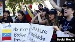 Jóvenes venezolanos se pronunciaron en Medellín por la libertad de Venezuela. (TWITTER).