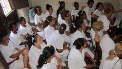 Más de un centenar de damas de blanco celebraron el viernes su reunión mensual