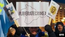 Activistas tártaros protestan en Kiev en febrero del 2018.