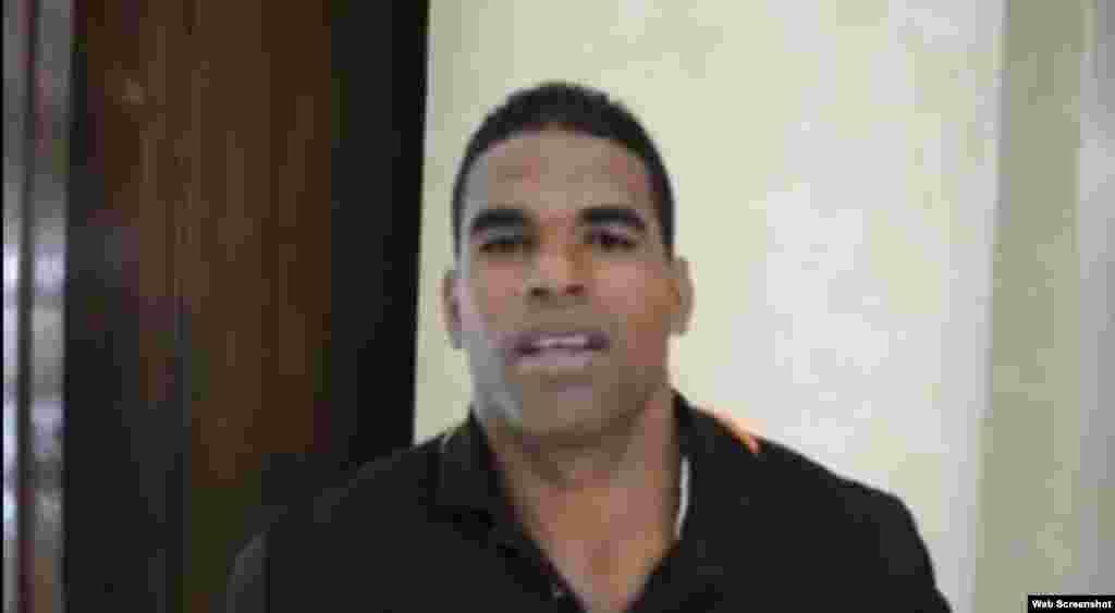 Yaikel Pérez ( Habana, 1985) abandonó el equipo Cuba de fútbol durante la Copa Oro de 2005, en Seattle, Washington. Firmó con el equipo Miami FC en 2006 (USL Primera División); luego con el Laredo Heat (USL Premier Development League) antes de trasladarse a Puerto Rico, donde jugó con el Atlético de San Juan y Sevilla FC Puerto Rico. En 2015 jugó con el equipoĐà Nẵng FC.