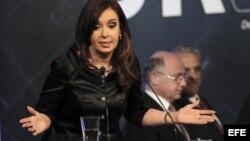 La viuda de Kirchner y actual presidenta argentina, Cristina Fernández, también está tocada por los escándalos.