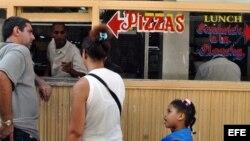 Un negocio de venta de pizza en La Habana.