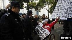 Manifestante en apoyo al censurado diario chino Southern Weekly en la ciduad de Guangzhou.