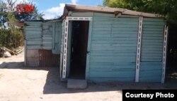 La casa de Romero en el barrio de Nuevitas que lleva más de una década sin servicio eléctrico.