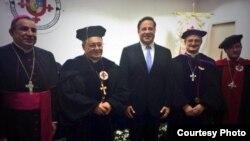 El Cardenal cubano Jaime Ortega, (segundo de izq. a der.) recibe un doctorado Honoris Causa de la universidad panameña Santa María La Antigua.
