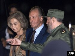 El Rey Juan Carlos y la Reina Sofía fueron recibidos por Fidel Castro el 14 November 1999 en su viaje a Cuba por la IX Cumbre Iberoamericana.