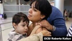 Llegada del pequeño Thiago Rodriguez de 2 años quien recibira atencion medica que no pudo obtener en Cuba.