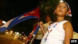 Niña participa en manifestación de exiliados cubanos.