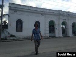 Boris González Arenas recién liberado, escribe al pie de esta foto en Facebook su amigo Oscar Casanellas.