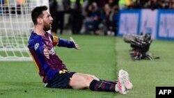 El delantero argentino de Barcelona, Lionel Messi, celebra el tercer gol de su equipo durante la semifinal de la UEFA Champions League, partido de fútbol de ida entre Barcelona y Liverpool en el Camp Nou Stadium de Barcelona el 1 de mayo de 2019.