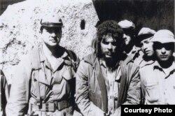 Ernesto Guevara arrestado, junto a Félix I. Rodríguez (i)