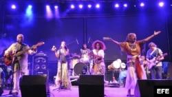Integrantes del grupo de música folclórica cubana 'Síntesis', en foto de Archivo.