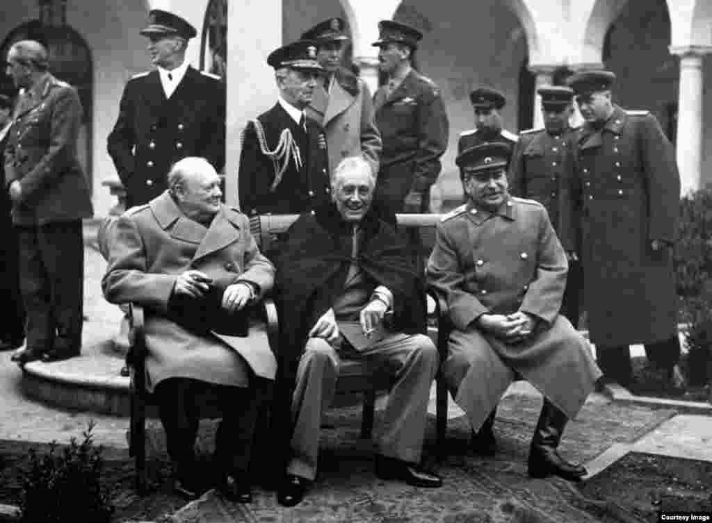 Churchill, FDR y Stalin.