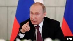 Vladimir Putin en el Centro de Investigaciones Médicas Almazov en San Petersburgo, el 16 de marzo.