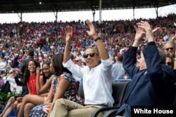 Obama y Raúl Castro en Latinoamericano