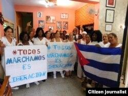 Damas de Blanco se disponen a salir de la sede este domingo 5 de junio Foto Angel Moya