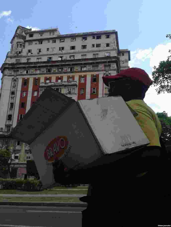 El lente de Steve Maikel Pardo por calles de La Habana, en septiembre de este año, capta a los ancianos en su ambiente cotidiano.