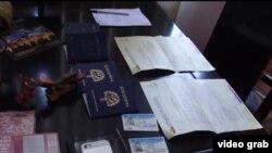 Pasaportes cubanos y documentos ecuatorianos falsificados fueron ocupados durante el operativo.
