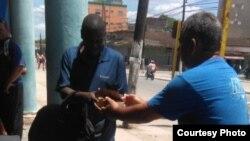 Colaboradores del Proyecto Capitan Tondique en la calles abril 27.