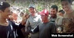 Parada en Cayo Anguilla, Bahamas. Un solo pez, la cena para 12 hombres. (Captura de video/NYT)