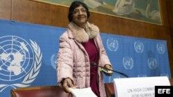 La Alta Comisionada de la ONU para los derechos humanos, la sudafricana Navi Pillay, a su llegada a una rueda de prensa en la que hizo balance de la situación de los derechos y libertades fundamentales en el mundo.