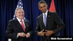 Barack Obama y Rául Castro durante una reunión en la sede de la ONU. Archivo.
