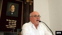 """El empresario cubanoamericano Carlos Saladrigas impartió una conferencia, organizada por la publicación católica """"Espacio Laical"""" en La Habana (Cuba)."""