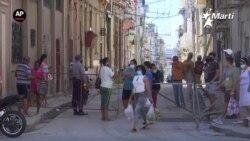 Cubanos desafían la pandemia en su diario vivir