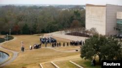 Los restos mortales del presidente número 41 del país, que gobernó entre 1989 y 1993, fueron sepultados detrás de la biblioteca y museo que lleva su nombre en la Universidad de Texas A&M.