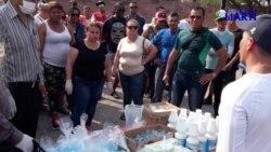 Personal médico cubano varado en Reynosa entrega artículos de aseo a la comunidad