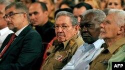 Raúl Castro y el embajador ruso Mikhail L. Kamynin el pasado 7 de noviembre.
