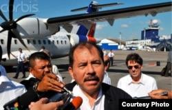 El presidente de Nicaragua, Daniel Ortega, llega a La Habana en el ATR 42-500 ejecutivo, matrícula CU-T1240 (Luis Domínguez).