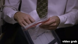 Un recibo de compra con su nombre fue la primera grieta en la historia de espionaje de Ana belén Montes. (Captura de imagen, CNN)