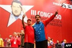 Hugo Carvajal junto a Nicolás Maduro (Archivo).