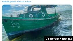 La embarcación de seis balseros detenidos el 10 de abril de 2021