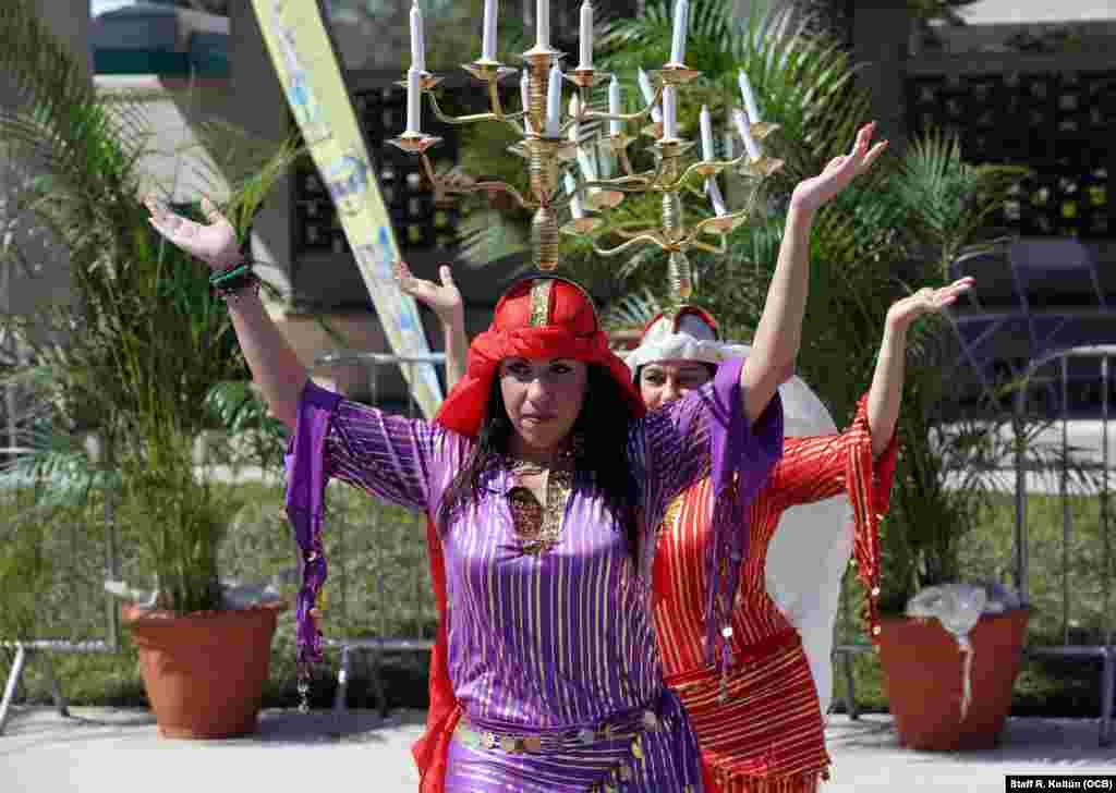 Los asistentes disfrutaron de la actuación del Flamenco Belly Dance y el conjunto danzario Love Doll.