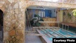 Pese a la prohibición oficial los cubanos construyen piscinas particulares y recuperan la inversión alquilándolas para fiestas.