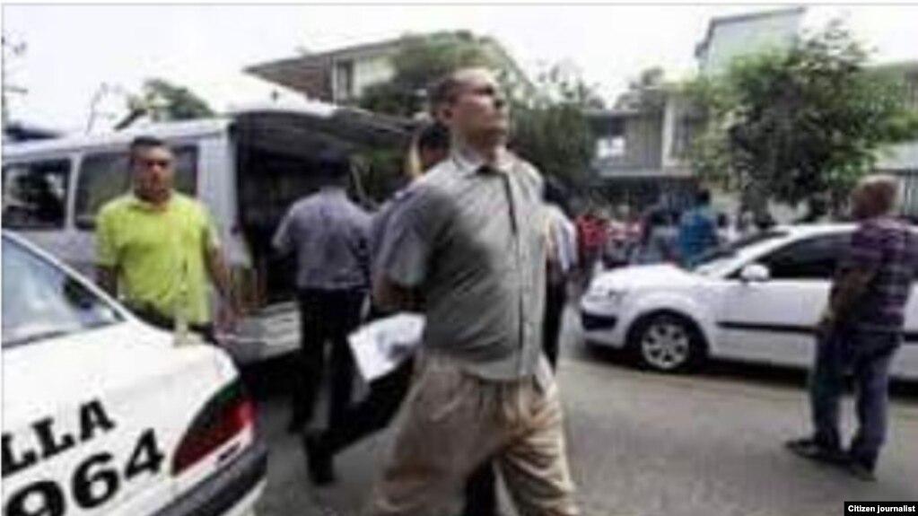 FOTO ARCHIVO. El líder de la UNPACU, José Daniel Ferrer, es detenido en la sede de la organización, en el reparto Altamira de Santiago de Cuba