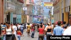 """Calle Enramadas: Santiago de Cuba alquilaría hasta 9.000 locales a cuentapropistas en su """"reordenamiento""""."""