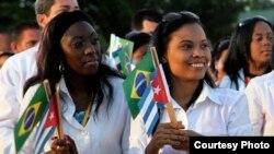 Doctoras cubanas incorporadas al programa Más Médicos en Brasil. (Archivo)