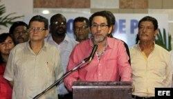Alias Pastor Alape, integra la subcomisión técnica que discutirá con oficiales colombianos el cese del fuego bilateral y la dejación de armas, asegura el diario El Tiempo.