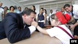 El presidente de Panamá, Juan Carlos Varela, visita una escuela en La Habana. EFE