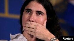 Yoani Sánchez en la Torre de la Libertad de Miami, en abril de 2013. (Archivo)