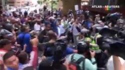 Grupos chavistas golpean a diputados opositores en Caracas