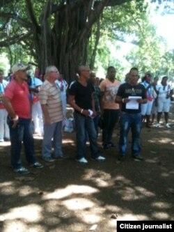 Reporta Cuba Por una nueva República leen un poema a las Damas de Blanco