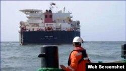 Un tanquero sale de José, principal puerto petrolero de Venezuela. (Archivo)